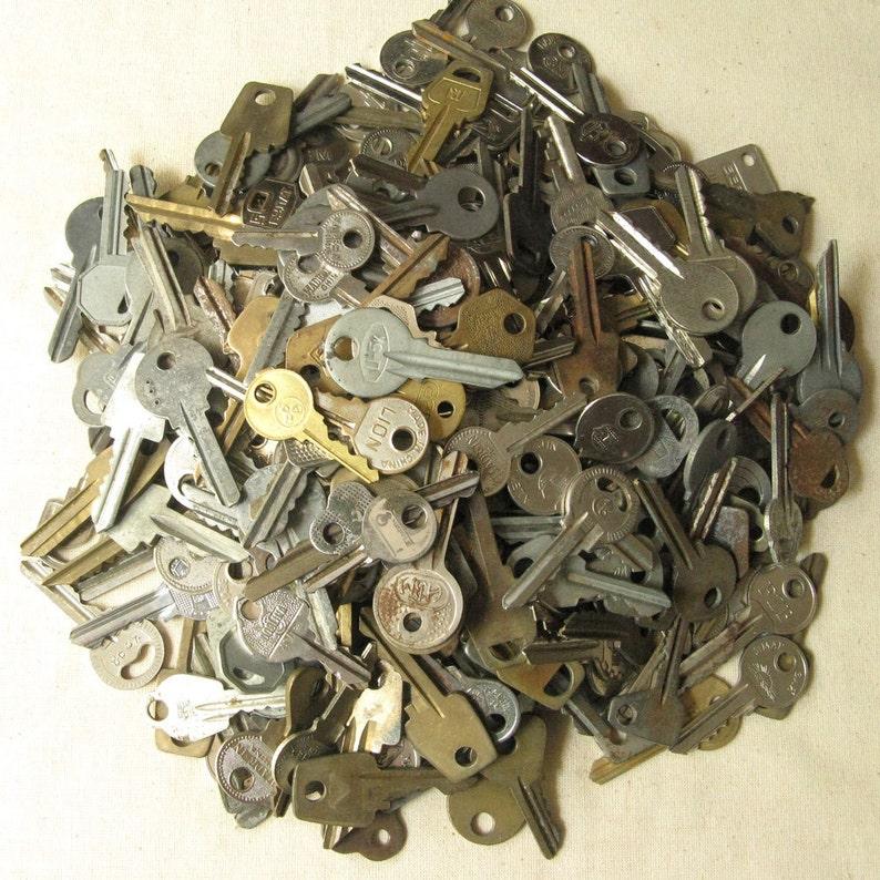 Strange Keys Instant Collection Keys Collections Salvaged Keys Flat Keys Steampunk Keys Old Keys 10 pcs Vintage Keys