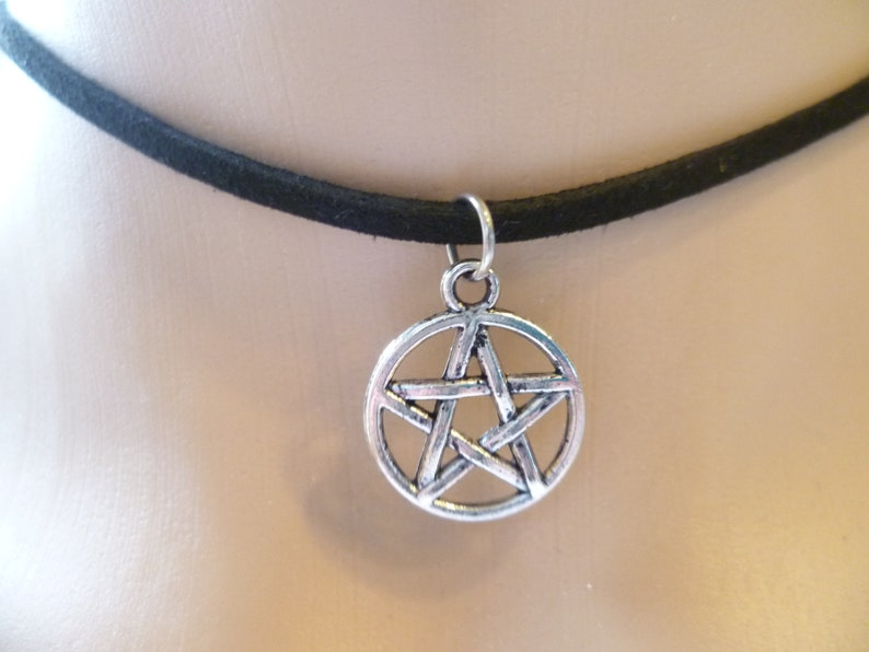 suede choker,small pendant silver,charm,gift Pentagram choker,black choker,choker necklace,pentacle jewelry,witch,wiccan jewelry pagan