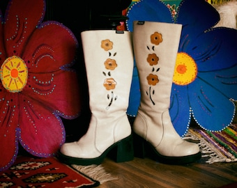 Super cute & super groovy 1960's style psychedelic boots. Flower Power leather booties. EU 36. Made in Spain