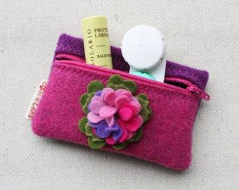 2b849f3443 Portamonete, portatessere, astuccio piccolo in feltro rosa e viola con fiore  | fatto a mano, made in italy, accessori borsa, feltro di lana