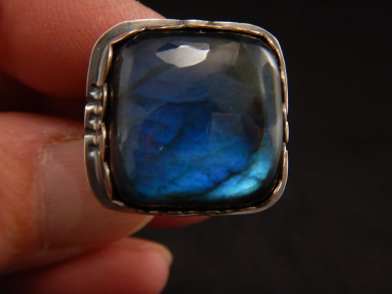 Silver ring sterling (925) patinated, adorned with a beautiful blue labradorite handmade