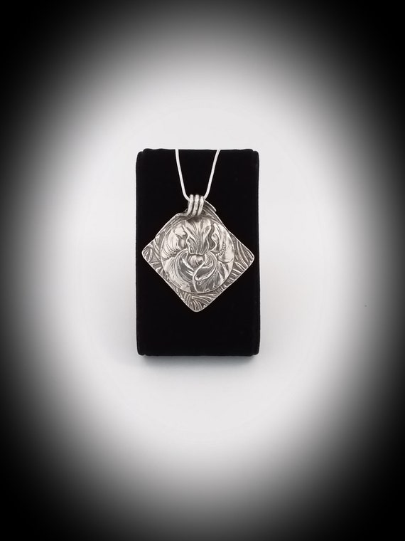 Necklace with silver chain 925 and Silver Pendant (999).