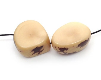 Tagua, thick pieces, beige, 20-30mm, 2 PCs, Tagu