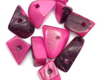 Tagua triangles, medium, pink, 15mm, 10 pieces, Tagu
