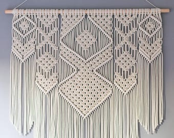 Large macrame wall hanging on pinewood dowel / Wedding backdrop / Tapestry / Macrame decor / Wall art / Woven wall hanging / Bohemian