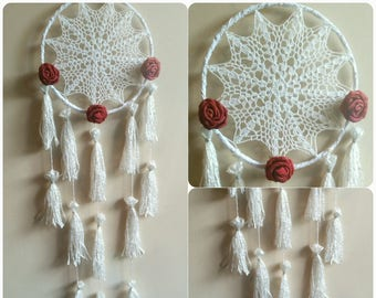 -DreamCatcher tassel and red roses