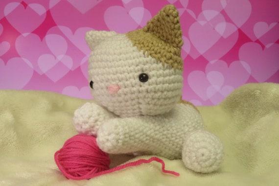 Chibi Kitty Cat Kokeshi Amigurumi Doll (with Rug, Yarn Ball, Fish ...   380x570