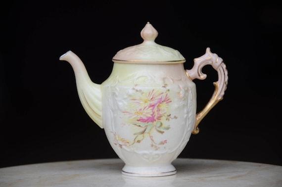 Antique petite théière en porcelaine allemande éventuellement bavarois/Limoges/Prusse? Ancien pot à lait. Bone China Tea Pot de thé de Pot.Victorian. #7126