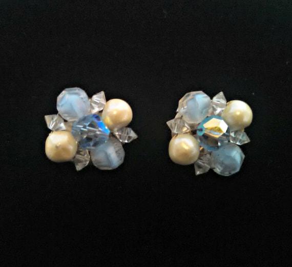 Vintage mid-century faux pearls clip-on earrings