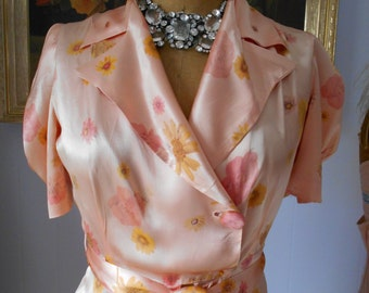 Elegant 1940's Satin Dressing Gown/Lingerie Peach with Flowers