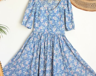 ee51101298d Vintage blue floral Laura Ashley cotton hippy 80s in 40s 50s style smock  pockets midi dress S M