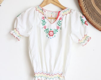 ae1395eb96ca9 Vintage white Hungarian hand embroidered cotton floral 70s boho top penny  lane lace crop blouse XS XXS