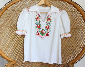 16398a34de5c35 Vintage white Hungarian style cotton hand embroidered 70s boho top penny  lane blouse M