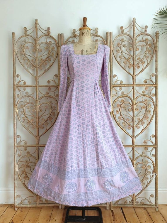 Vintage lilac floral paisley India Imports of Rhod