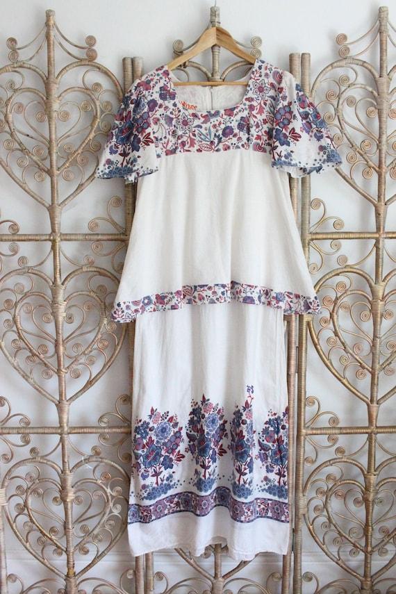 Vintage white floral flower prairie cotton Dolly R