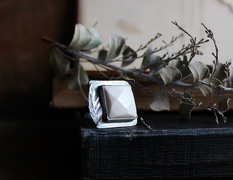 Size 8  Sterling Silver White Marble Leaf Ring  Metaphysical image 0