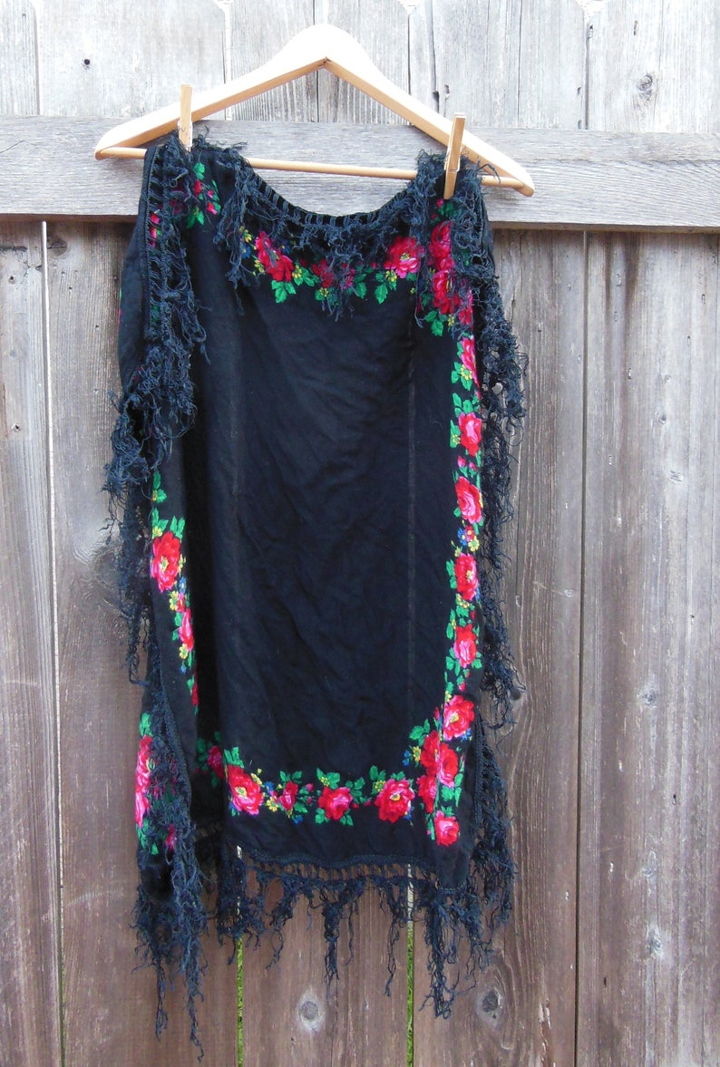 2fdadc11818 Black fringe scarf shawl pink roses vintage 80s   boho