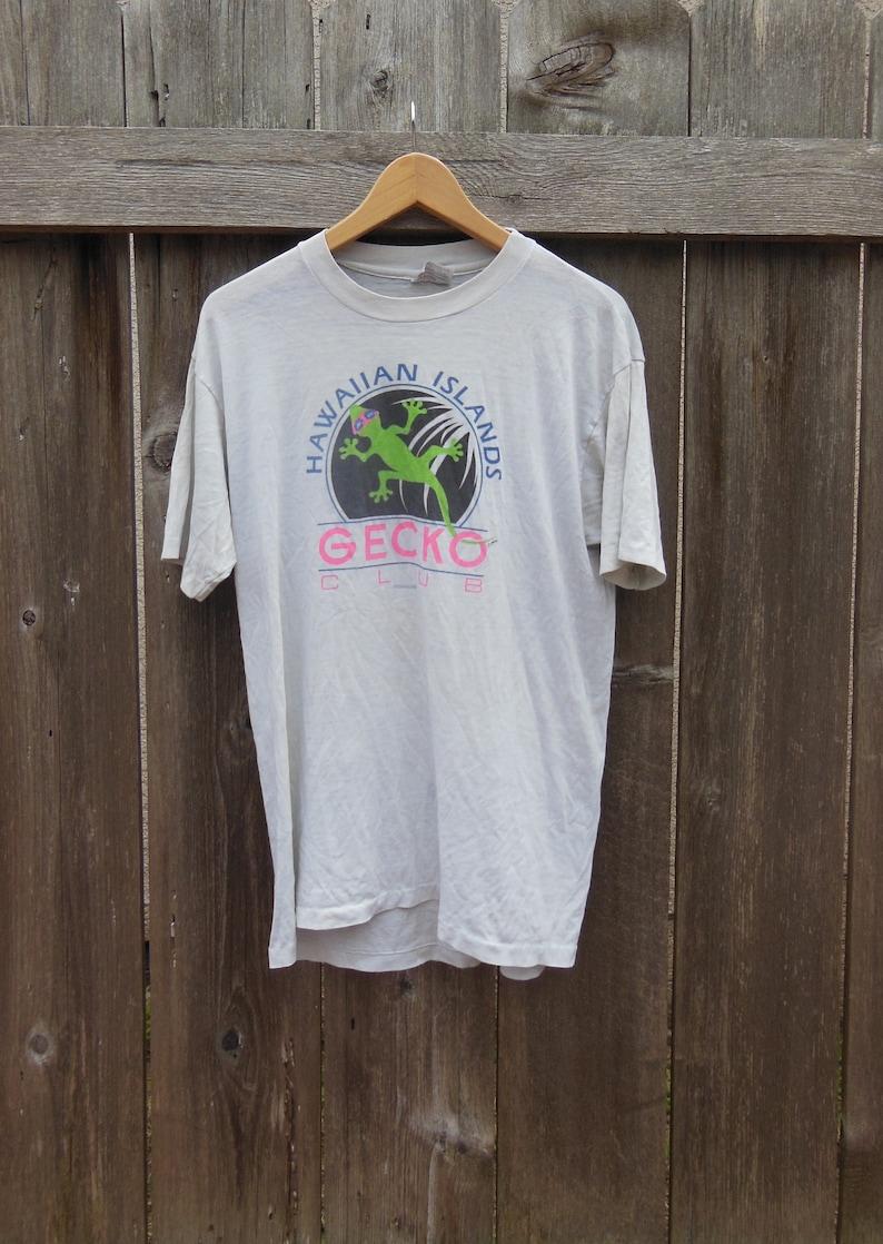 aed02b774 SALE // thrashed 80s t shirt / Gecko Hawaiian Islands Hibiscus | Etsy