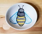 Oval Bee Dish, Oval Ceramic Bowl, Bee Ring Holder, Small Bee Bowl, Bee Ramekin, Olive Oil Serving Dish, Ceramic Bee, Ceramic Bee Spoon Rest