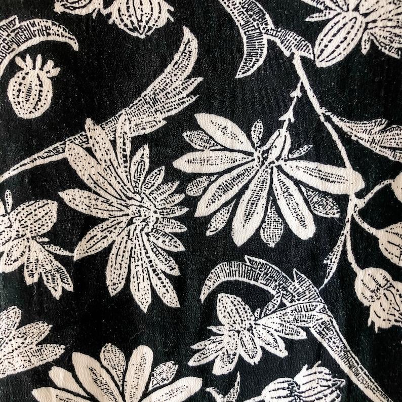 90s black and white floral top  floral top  black and white  button up back  button up top  short sleeve top  vintage top