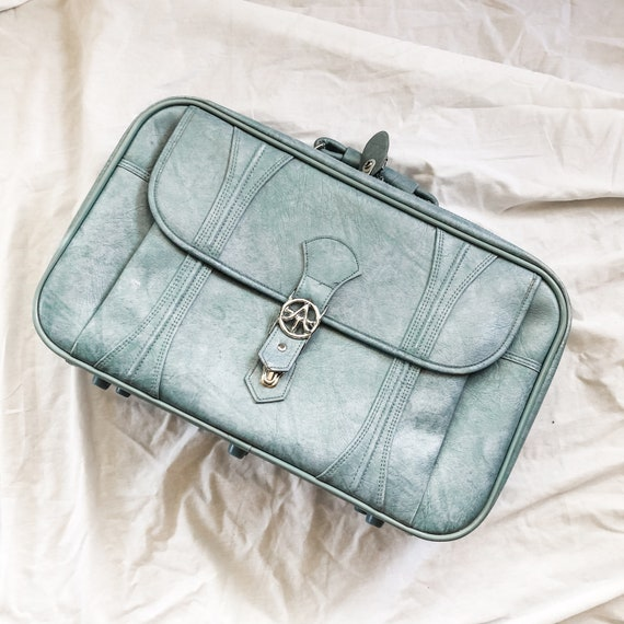 70s baby blue american tourister luggage / vintage