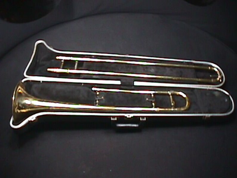Holton Collegiate Model TR 602 Slide Trombone in it's Original Case & Ready  to Play as-is 6 TB
