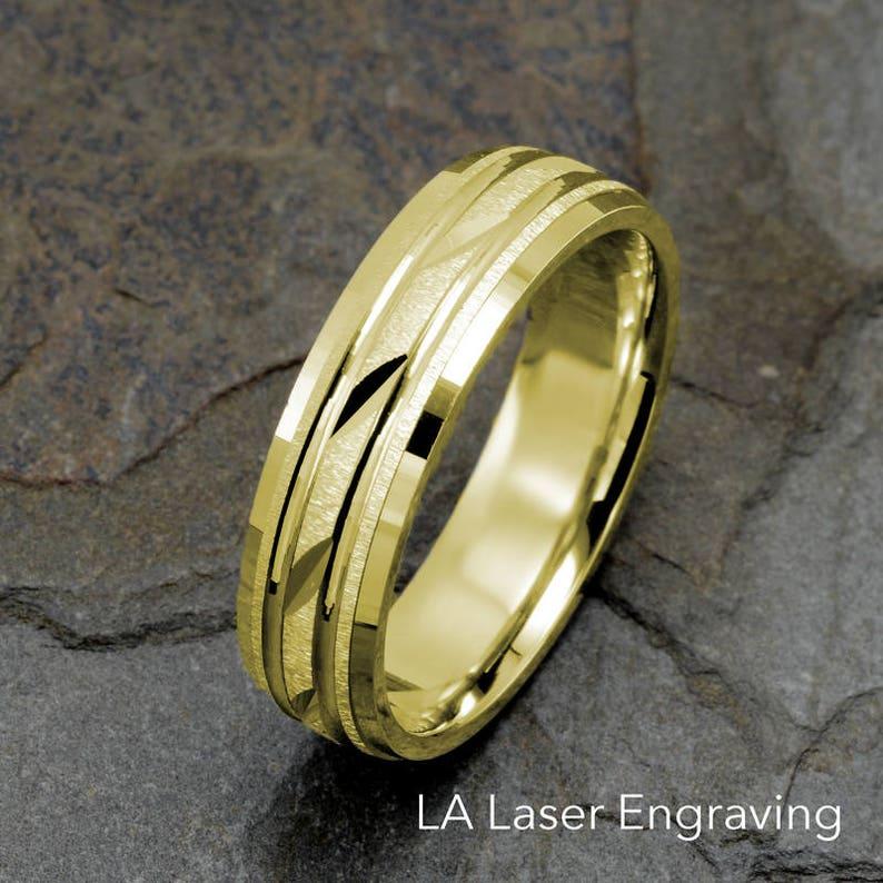 2f45a125ab9b Hombres anillo de bodas anillo de boda para hombre cepillado