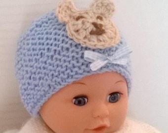 9f660e63714 Bonnet bébé naissance 0 3 mois bleu layette et ourson beige - tricoté main  en laine douce