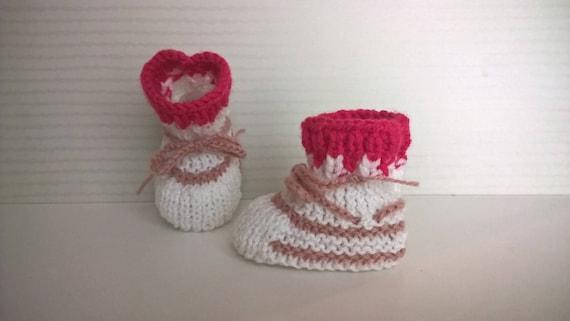 9024f910dff32 Chaussons bébé fille 0 3 mois blanc et rose laine tricot