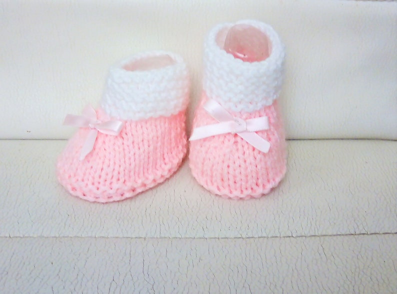 000c5dac25d82 Baby slippers handmade light pink and white, wool birth layette wool girl