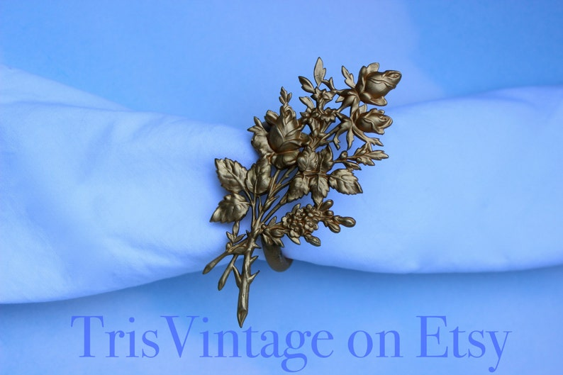 Set of 10 Vintage Gold Toned Metal Bouquet of Roses Napkin Rings ~ Table Setting ~ Napkin Rings ~ Gold Toned Napkin Rings ~ Napkin Rings Set
