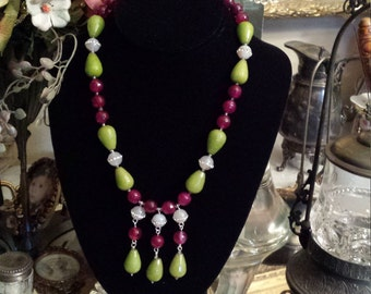 One strand beaded stone necklace with center drops