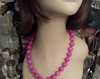 One strand beaded faceted jade necklace with center drop