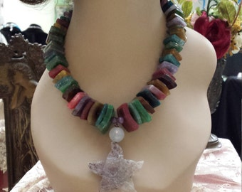 One strand  multicolored necklace with center drop