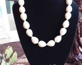 One strand necklace fresh water pearl