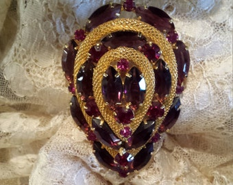 Vintage brooch with red and pink and dark purplefaceted pronged glass