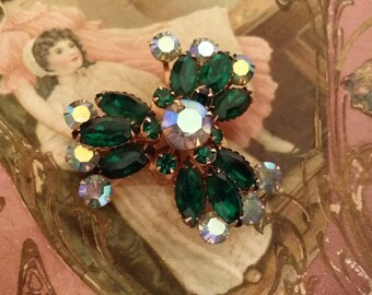 Beautiful Vintage Green & Clear Glass Stone Clover Brooch - Costume Jewelry