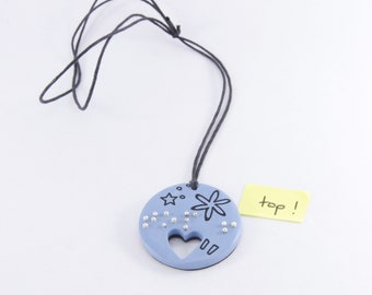 """Round pendant """"top!"""" in braille"""