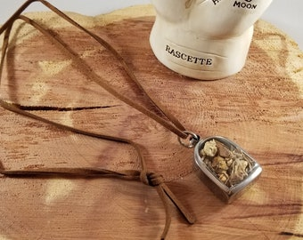 Stay Rooted & Grounded Herbal Amulet: Beth Root, Galangel Root and Angelica Root! ~Protection, Witch, Mystic