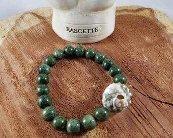 Green Quartz Mala Bracelet w/ Shell Guru Bead! ~Witch, Boho, Mystic