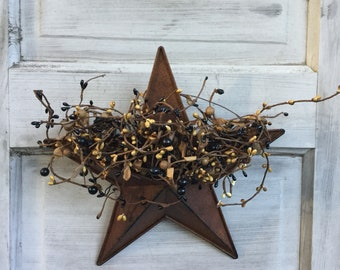 Wall Pocket Star with Black and Tan Pip Berries