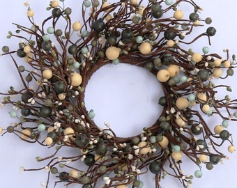 Pip Berry Wreath with Green and Cream Pip Berries