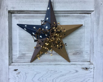Colonial Barn Star with Black and Tan Pip Berries