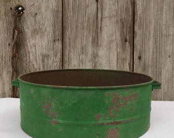 Rustic Tin Basin with Distressed Green Finish, Primitive Decor, Rustic  Decor, Country Decor, Rusty Tin, Holiday Tin, Christmas Tin