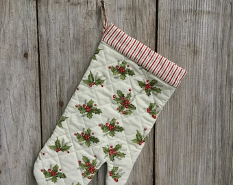 Holly Berry Oven Mitt, Christmas Linens, Country Kitchen, Kitchen Mitt, Christmas Pot Holder, Holiday Linens, Quilted Oven Mitt, Free Ship