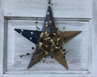 Colonial Barn Star with Burgundy, Black and Tan Pip Berries