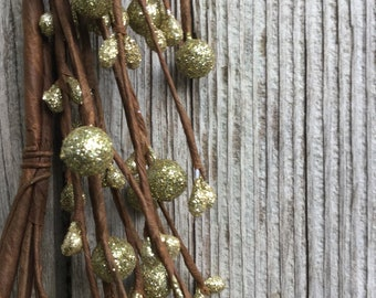 Holiday Garland with Gold Gold Glitter Pip Berries