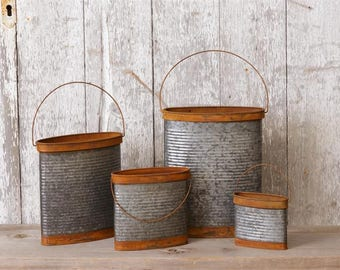 Rusty Tin Pocket Containers