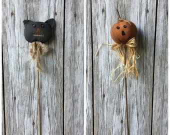 Primitive Cat and Pumpkin Stake