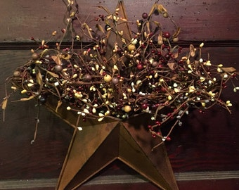 Primitive Barn Star Wall Pocket with Mixed Pip Berries